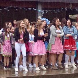 Oktoberfest: Gute Stimmung trotz Regenschauer