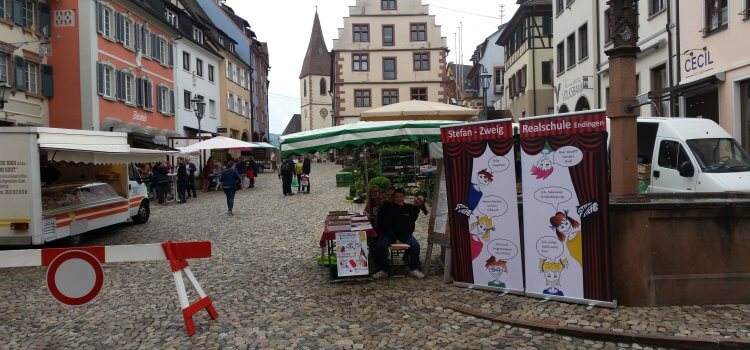 Kartenverkauf für das neue Musical am Marktplatz  in Endingen